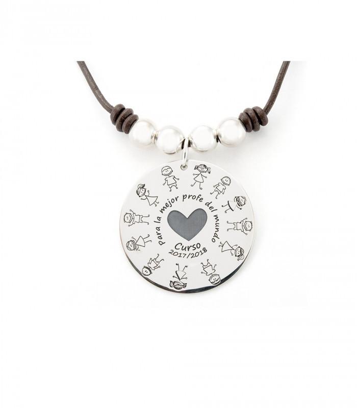 Gargantilla con colgante en forma de cruz con diamantes y esmeralda